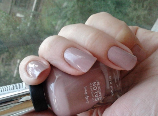 Лак Sally Hansen Salon №374 Mauve Along