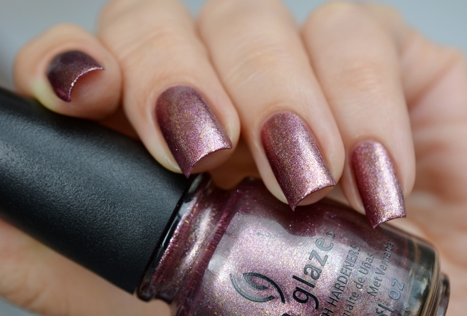 лак China Glaze Strike up a cosmo