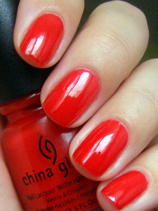лак China Glaze Italian Red