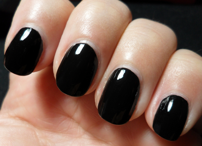 лак CND Blackjack