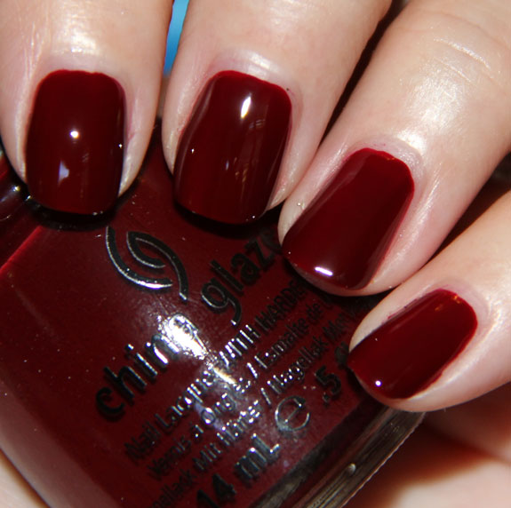 лак China Glaze Velvet Bow