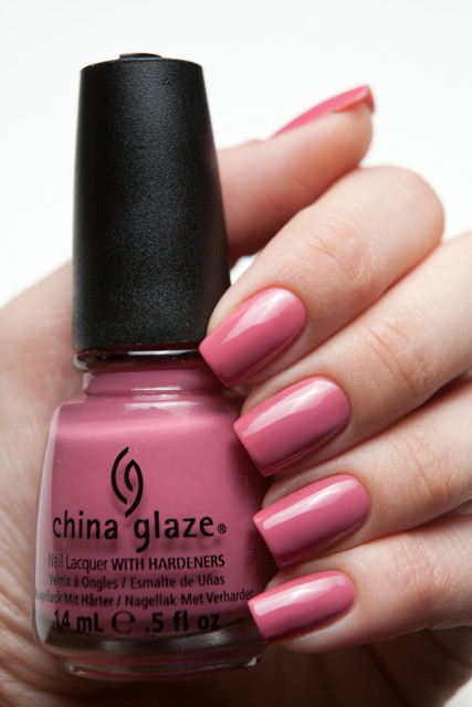 лак China Glaze Life is rosy