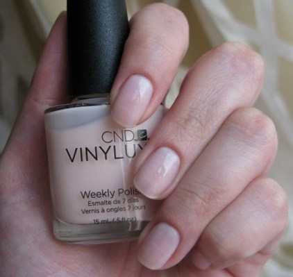 VINYLUX 126 Lavishly Loved