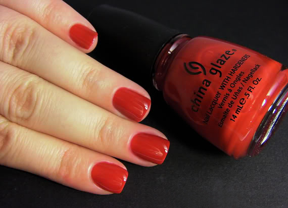 лак China Glaze Paint the Town Red