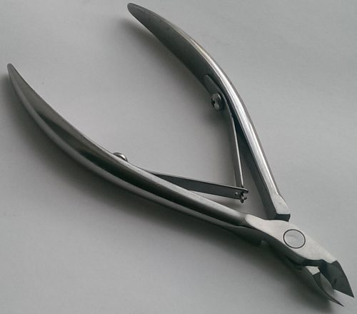 Manicure nippers for cuticle